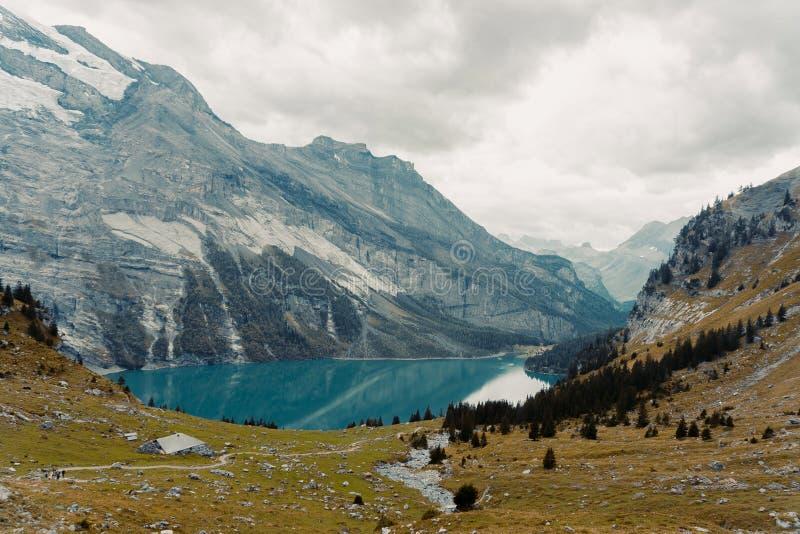 Schöne panoramische Natur in den Bergen stockbild