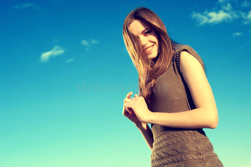 Schöne reizvolle Frau stockfotos