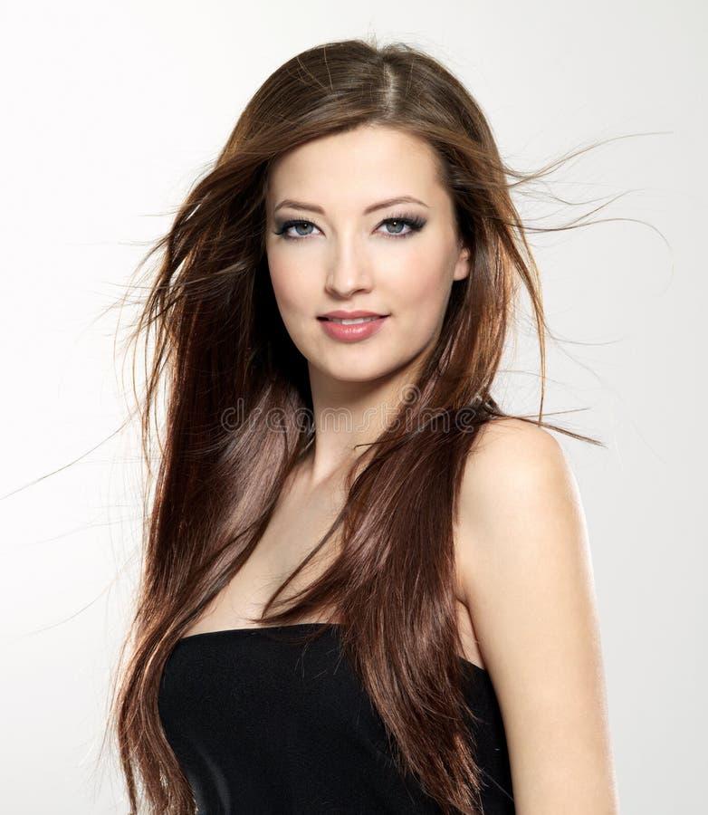 Schöne reizvolle Frau mit dem langen Haar stockfotos