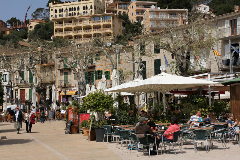 Schöne Restaurants im Freien in Port de Soller, Majorca, Spanien stockfotos