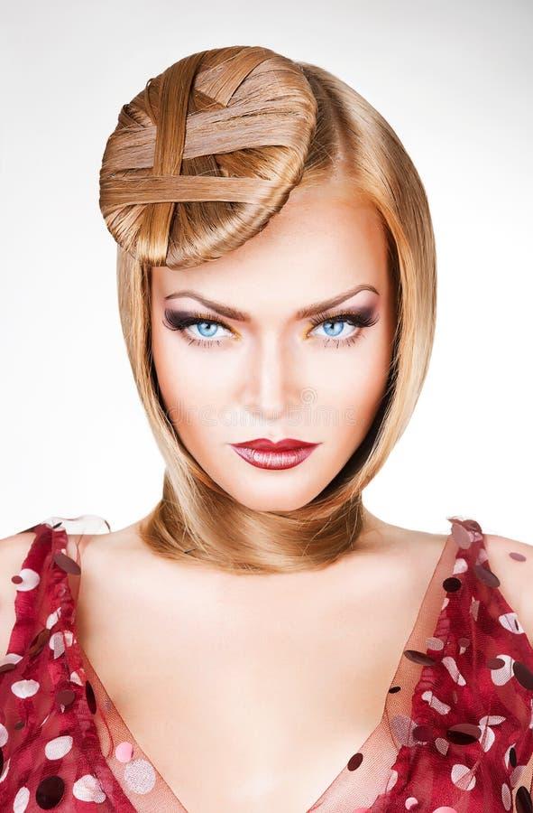 Schöne Retro- Blondine mit stockfotografie