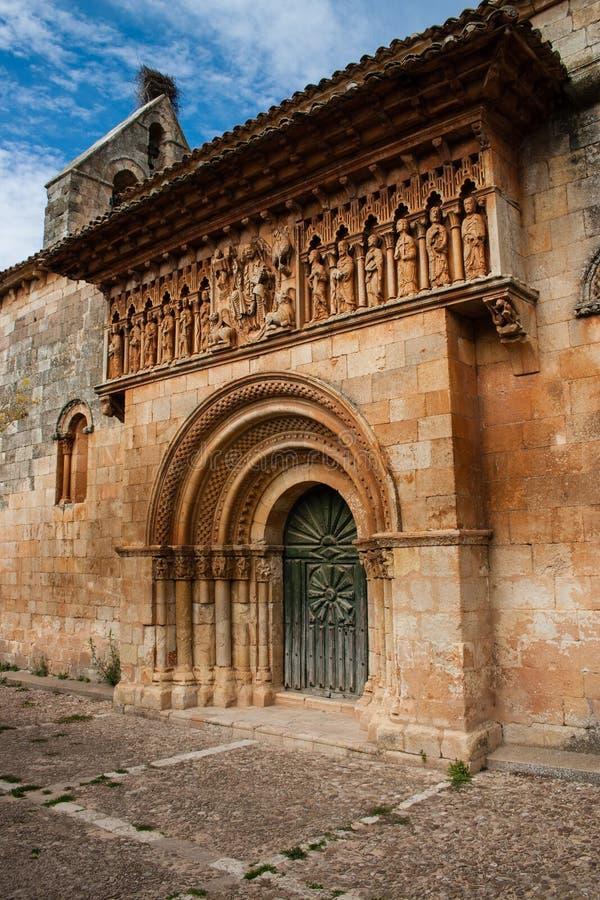 Schöne Romanesquekirche lizenzfreie stockfotografie