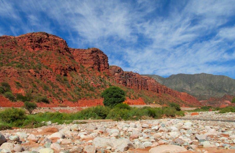 Schöne rote Gebirgsfelsen lizenzfreie stockfotografie