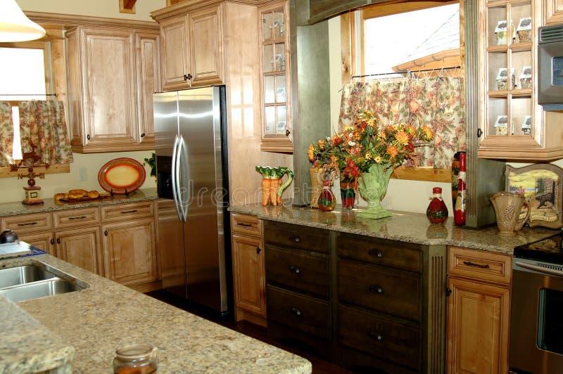 Schöne rustikale Küche lizenzfreies stockfoto