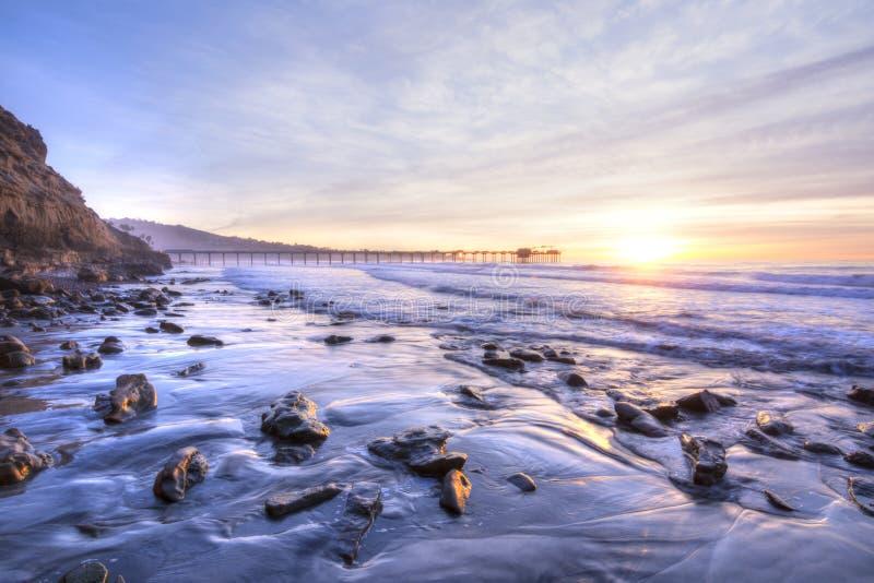 Schöne Süd-Kalifornien-Küstenlinie bei Sonnenuntergang stockbilder