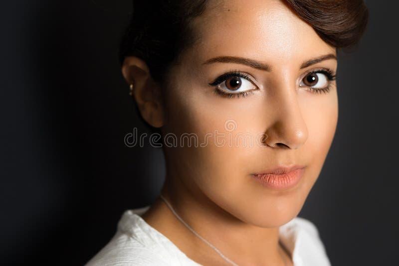 Schöne saudische Frau stockfotos