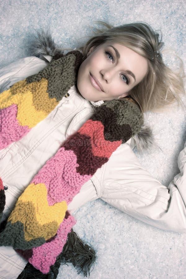 Schöne Schnee-Frau lizenzfreie stockfotografie