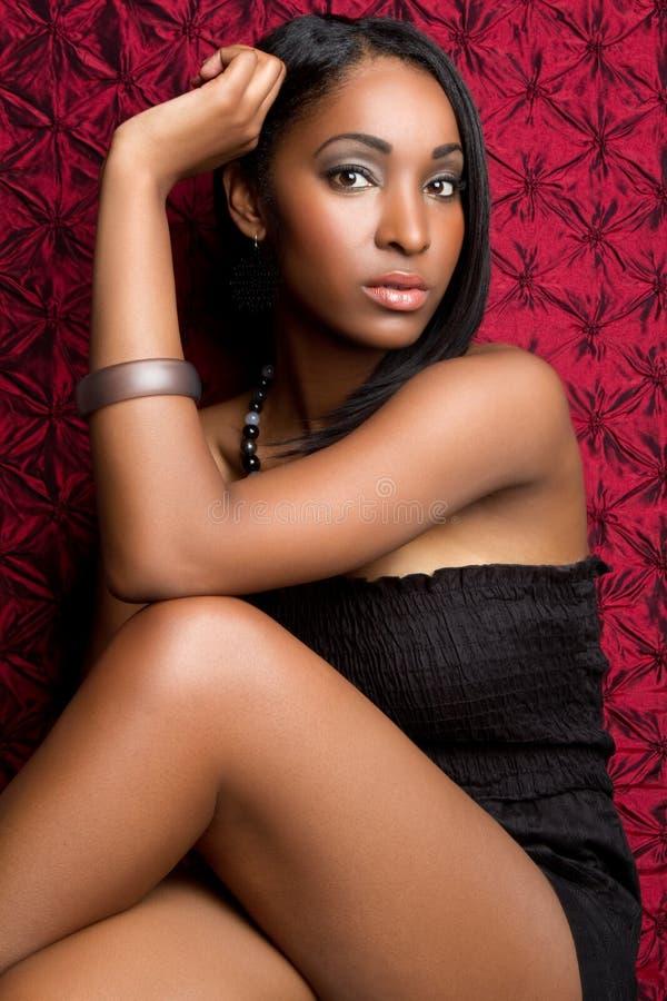 Schöne schwarze Frau stockfoto