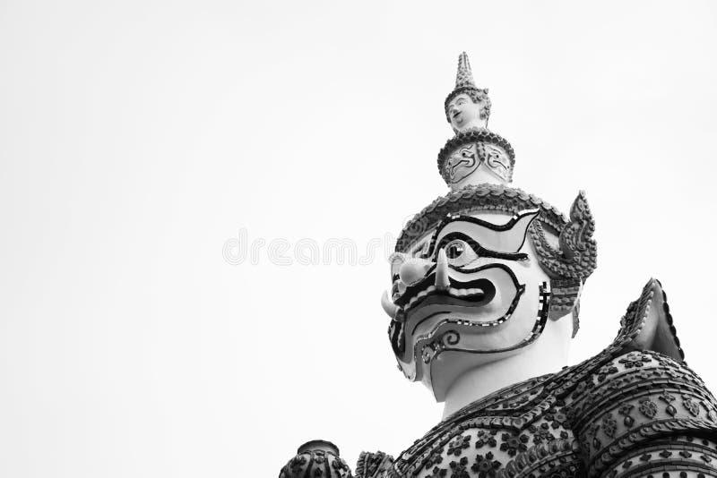 Schöne Schwarzweiss-Nahaufnahme der Riese am Wat-arun in Bkk, Thailand stockbilder