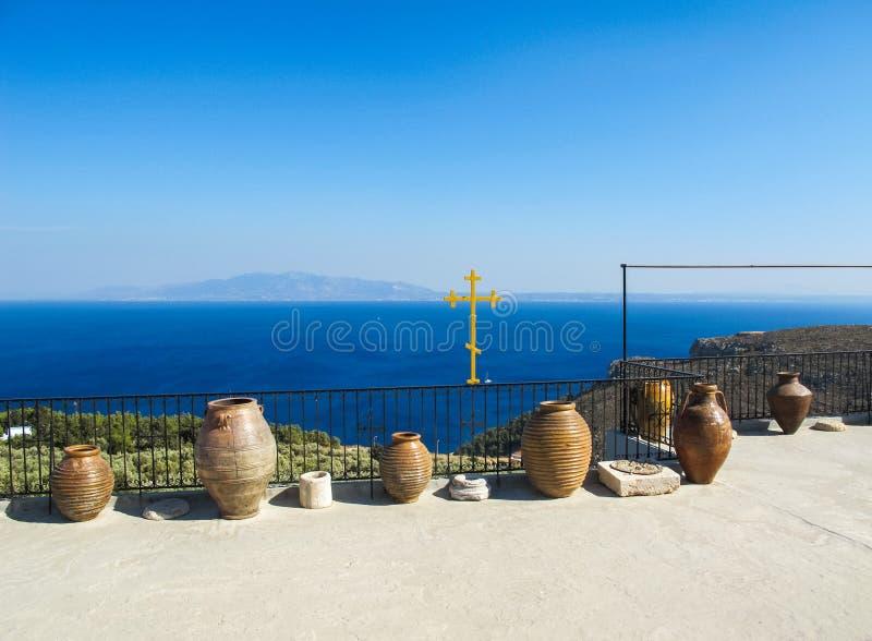 Schöne Seeansicht vom Kloster des Heiligen Savvas auf der griechischen Insel von Kalymnos stockfotos