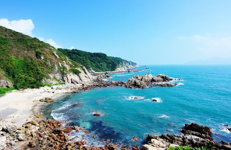 Download Schöne Seeküstelandschaft stockbild. Bild von landschaft - 27733037