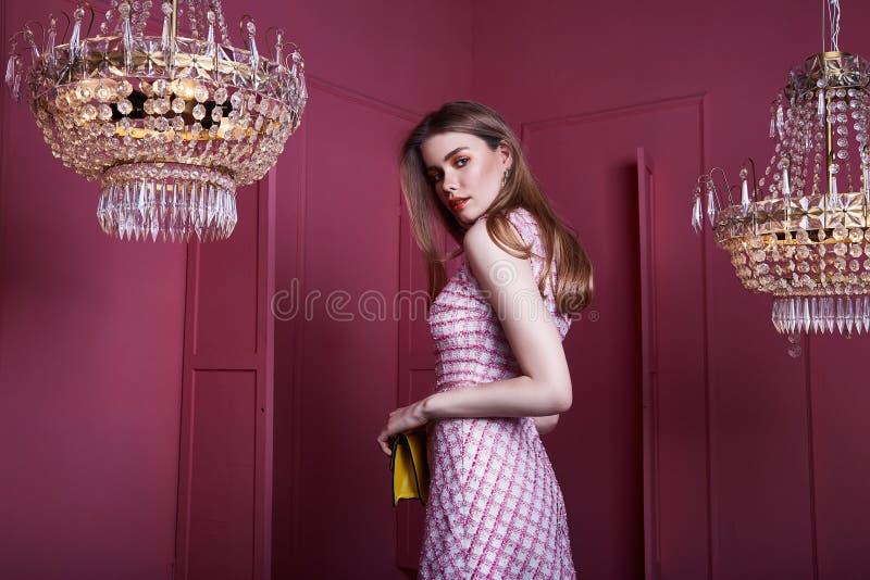Schöne sexy hübsche Frauenmädchen-Damenmode MO des blonden Haares des Gesichtes stockfotos