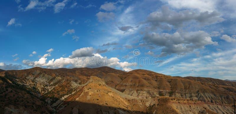 Schöne Sicht auf die Berge Armeniens lizenzfreies stockbild