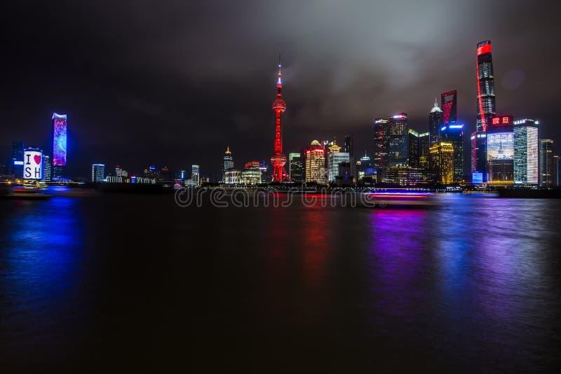 Schöne Skyline Shanghai-Pudong an der Dämmerung stockfotografie