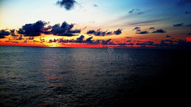 Schöne Sonnenaufganglandschaftslandschaft lizenzfreie stockfotografie