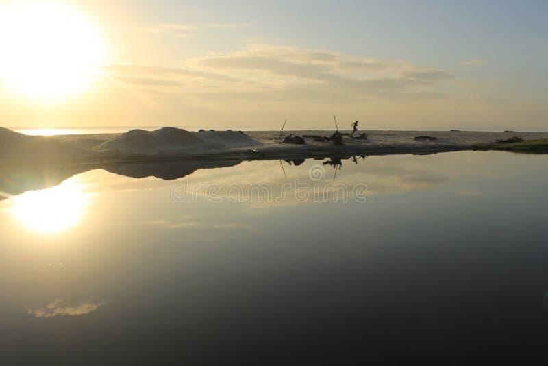 Schöne Sonnenaufgangreflexion stockfotografie
