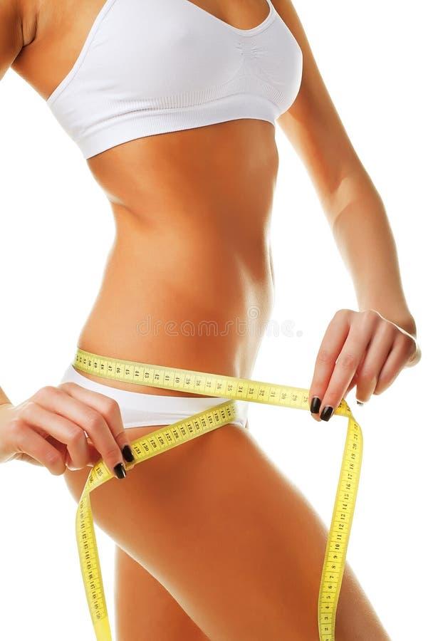 Schöne sportliche Frau mit gelbem Maß um Körper stockbilder