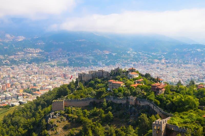Schöne Stadtansicht von Alania vom Festungshügel die Türkei stockfoto