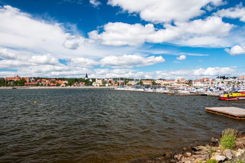 Schöne Stadtansicht von Hudiksvall in Schweden lizenzfreie stockfotos