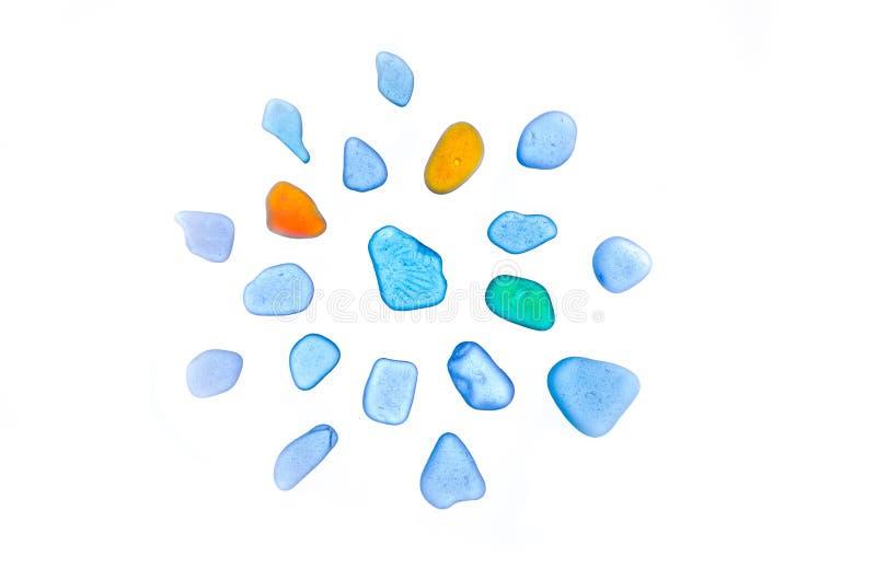 Schöne Steine, Seeglas, Strandglas Getrennt stockfotos