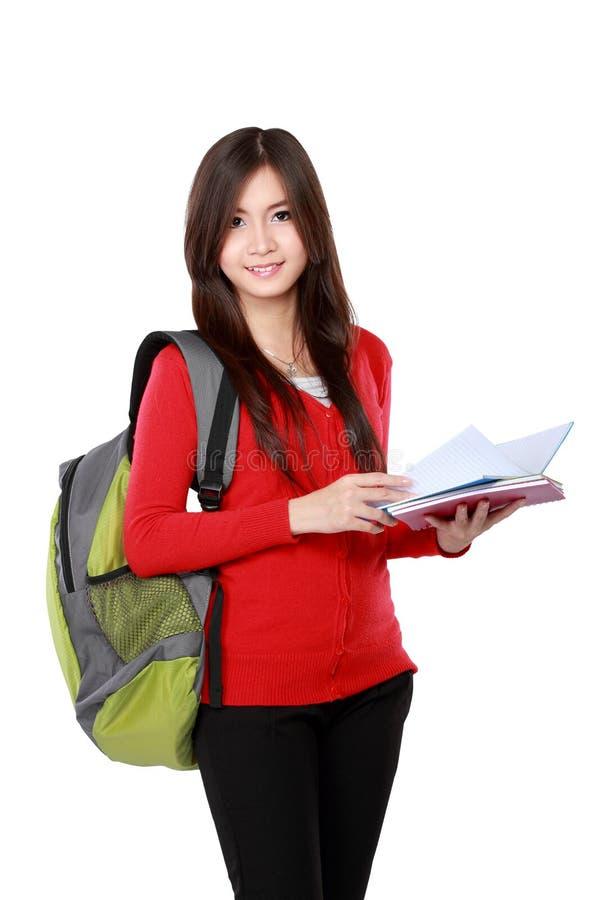 Schöne Studentin mit dem Buchlächeln stockfotos