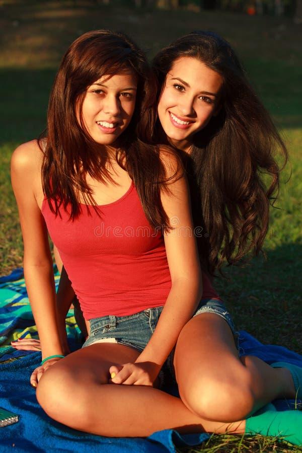 Schöne Studentinnen stockfoto
