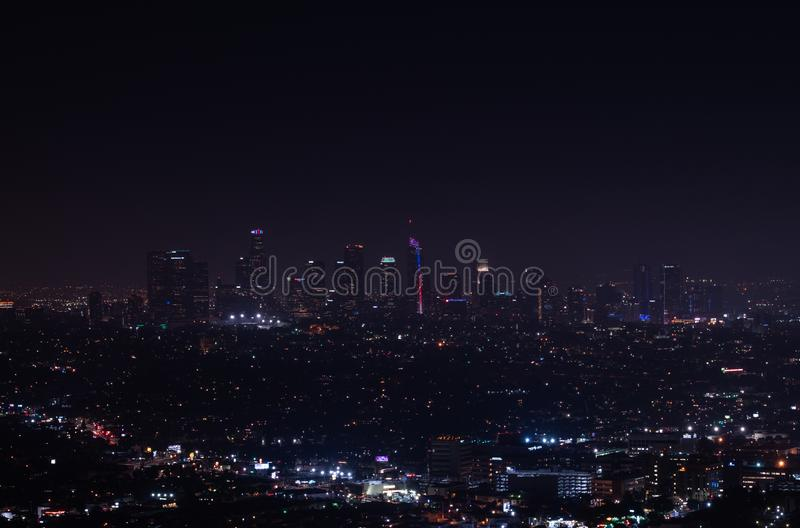 Schöne Superweitwinkelnachtvogelperspektive von Los Angeles stockbild