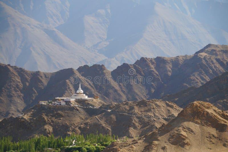 Schöne szenische Ansicht von Shanti Stupa in Ladakh, Indien stockfoto