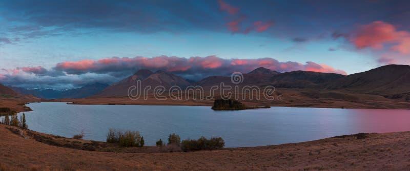 Schöne szenische Sommermorgenberglandschaft südliche Alpen in Neuseeland Vogelperspektivepanorama Die populärste Landschaft stockfotografie