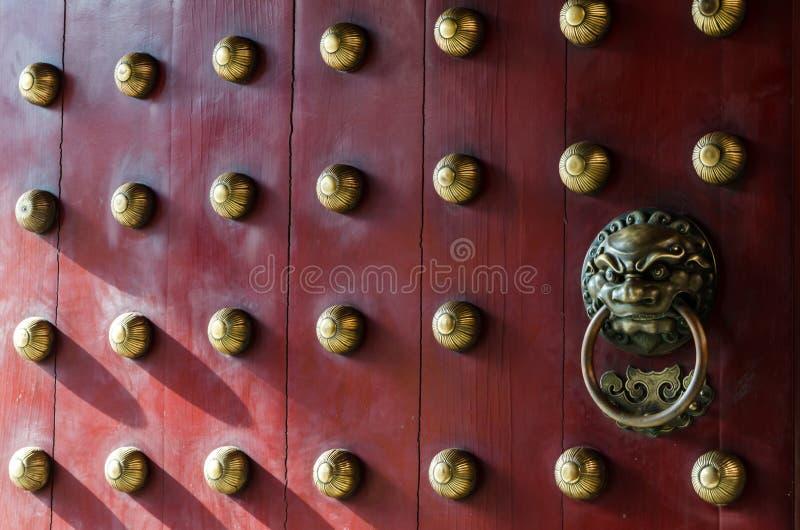 Schöne Tür des traditionellen Chinesen lizenzfreies stockbild
