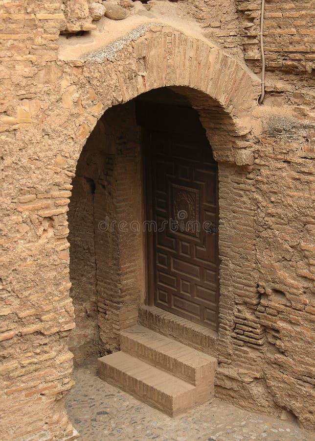 Schöne Türeinfassung und Architektur des alten Alhambra-Palastes stockbilder