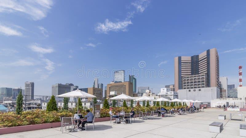 Schöne Terrasse auf Fischmarkt Tokyos Tsukiji an einem sonnigen Tag, Japan stockbilder