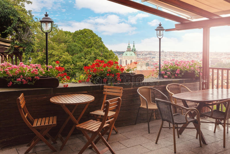 Schöne Terrasse oder Balkon lizenzfreie stockbilder