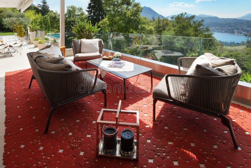 Schöne Terrasse versorgt lizenzfreies stockbild