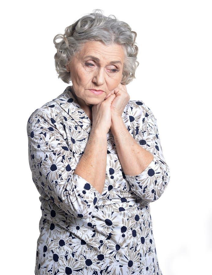 Schöne traurige ältere Frauennahaufnahme lizenzfreie stockfotos