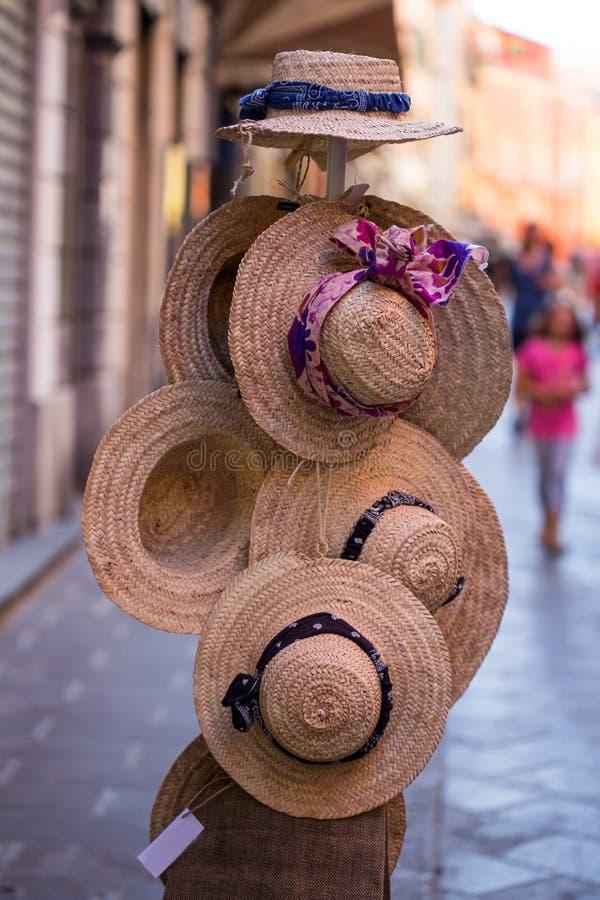 Schöne und hübsche Hüte für Damen Baumwollhut im Blumenmuster lizenzfreies stockfoto