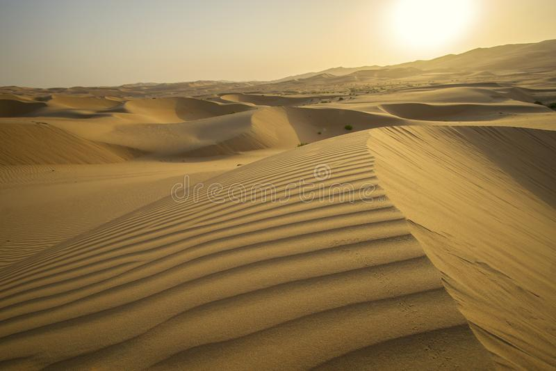 Schöne Unebenheitsal Khali-Wüste bei Sonnenaufgang lizenzfreies stockfoto