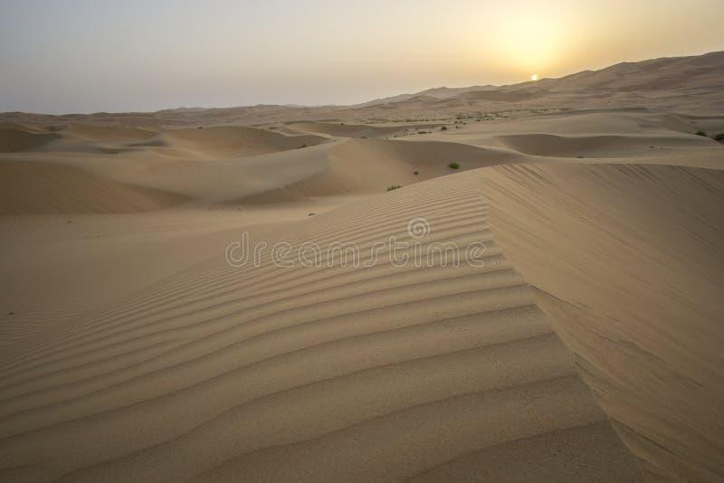 Schöne Unebenheitsal Khali-Wüste bei Sonnenaufgang lizenzfreies stockbild