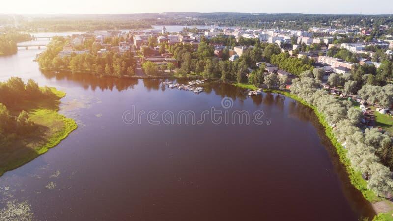 Schöne Vogelperspektive von Hameenlinna-Stadt am sonnigen Sommertag stockbilder