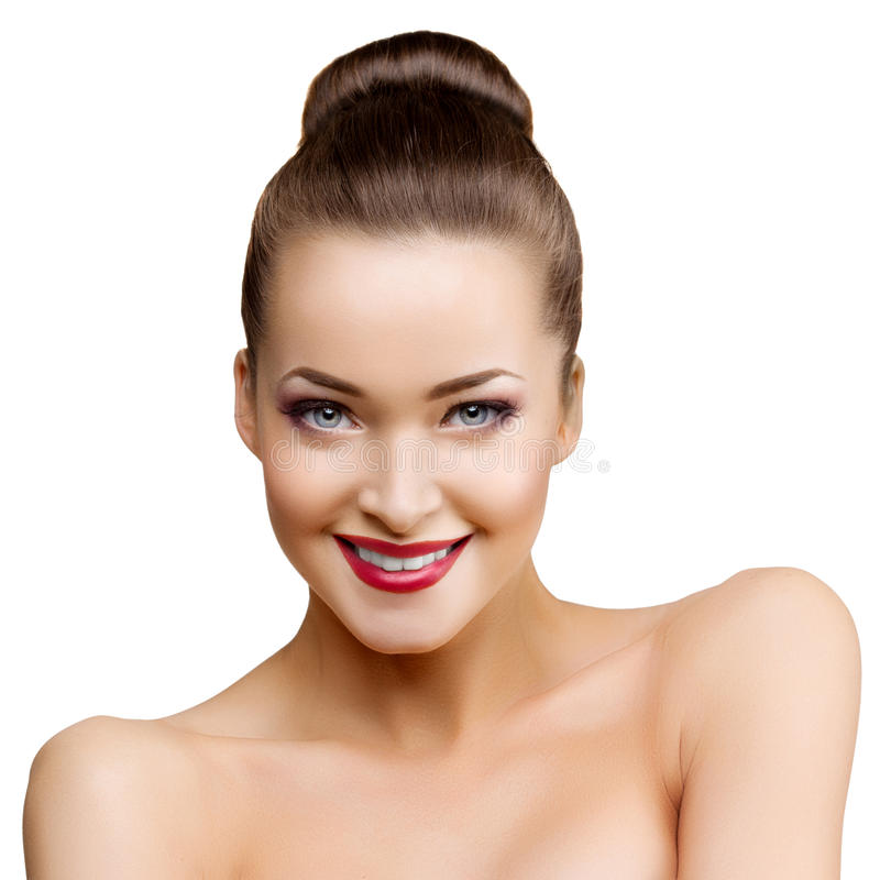 Schöne vorbildliche Frau im jungen modernen Mädchen des Schönheitssalon-Makes-up I stockbild
