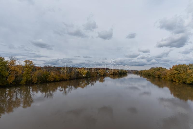 Schöne Wabash River Aussicht in Lafayette, Indiana, im Herbst lizenzfreies stockfoto