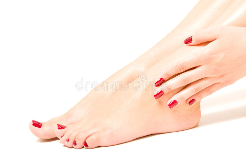 Schöne weibliche Füße und Hände lizenzfreie stockbilder