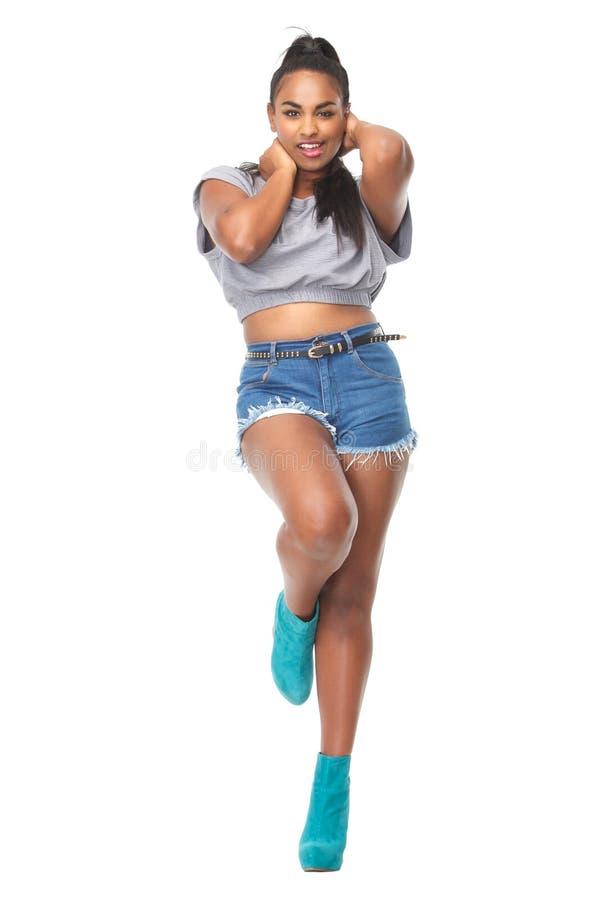 Schöne weibliche Mode-Modell-Aufstellung stockbild