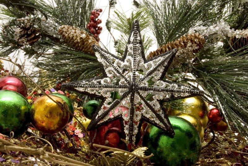 Schöne Weihnachtsverzierungen lizenzfreie stockbilder