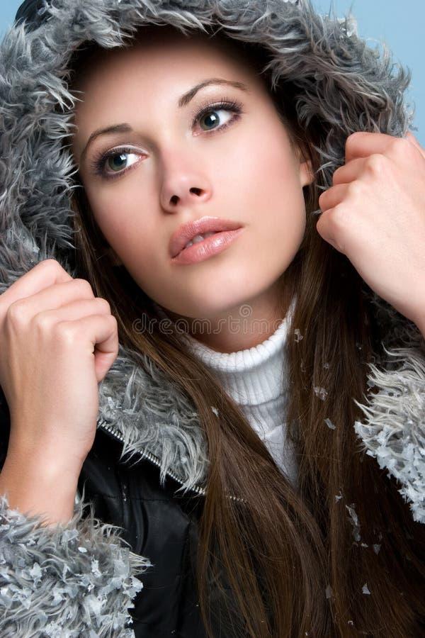 Schöne Winter-Frau stockfoto