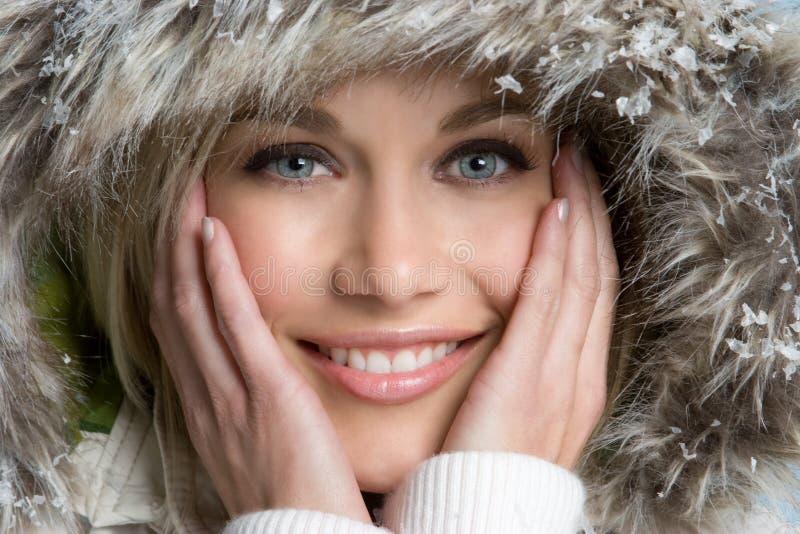 Schöne Winter-Frau lizenzfreie stockfotografie