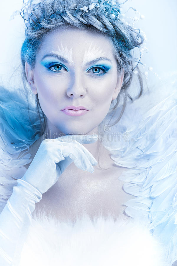 Schöne Winterfrau stockfotos