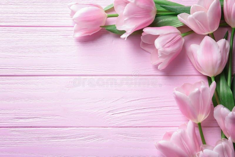 Schöne Zusammensetzung mit Tulpen für Mutter ` s Tag stockfotografie