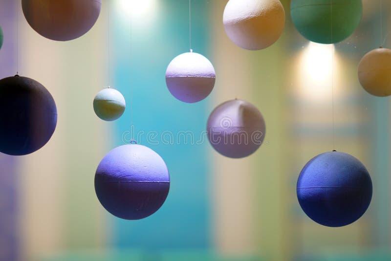Schöne Zusammensetzung von den Bällen gemacht vom Polystyren stockfotografie