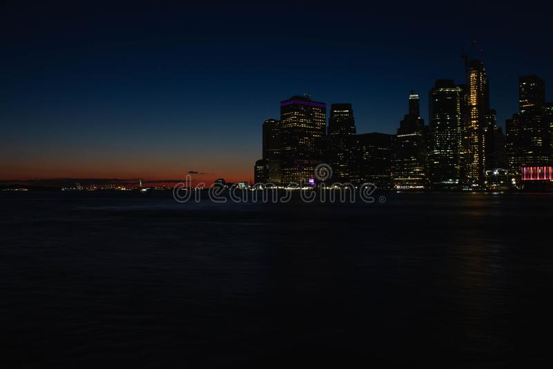 Schönen Manhattans Fluss und der Sonnenuntergang stockfotos